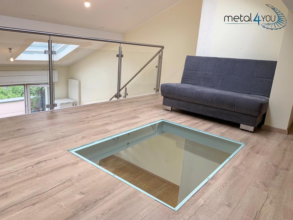 Mezzanine Glas-Edelstahl-Geländer Holzboden