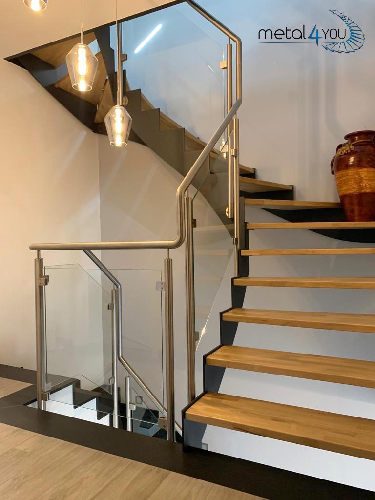 Treppe Glas- Edelstahl-Geländer