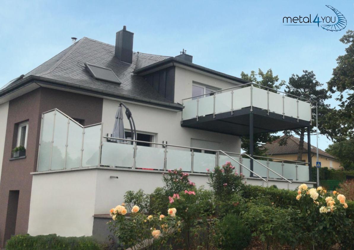 Terrasse + Balkon mit Glas-Edelstahlgeländer und Sichtschutz