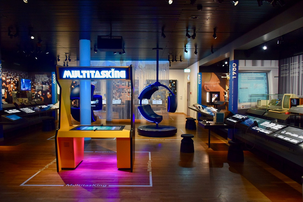Museum für Kommunikation - Family of 5