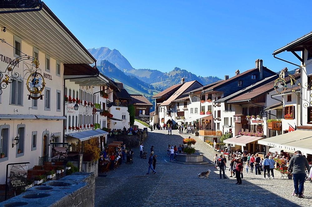 Gruyères - Family of 5 -Blog Switzerland