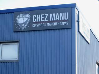 """Enseigne pour le restaurant """"Chez Manu"""" à Launaguet."""