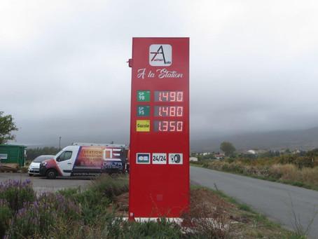 Totem station service pour Auchan