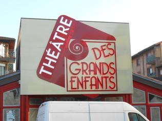 Enseigne pour le théâtre des grands enfants