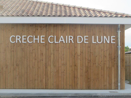 """Enseigne pour la crèche """"Clair de Lune"""" à Toulouse."""