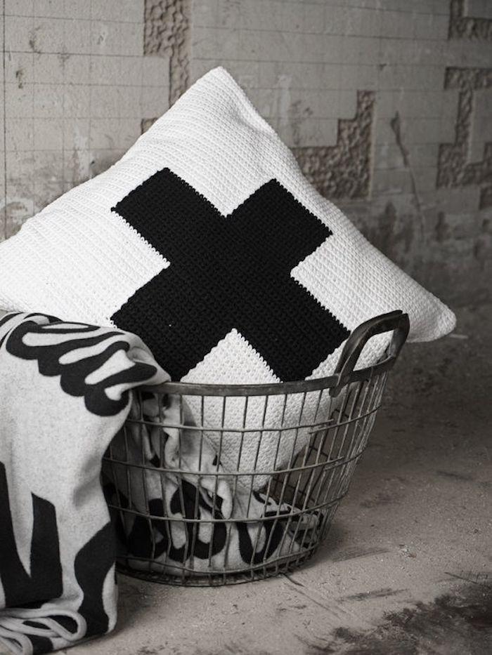 swisscross.pillow