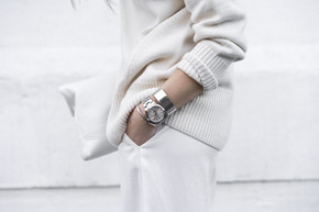 How to wear a white turtleneck in Winter