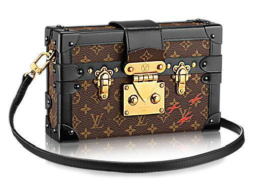 The Petite Maille Monogram is crafted in the Louis Vuitton tradition of high style. A fusion of Monogram canvas and classic hardware in a day-to-evening silhouette, it is inspired by Maison trunks.