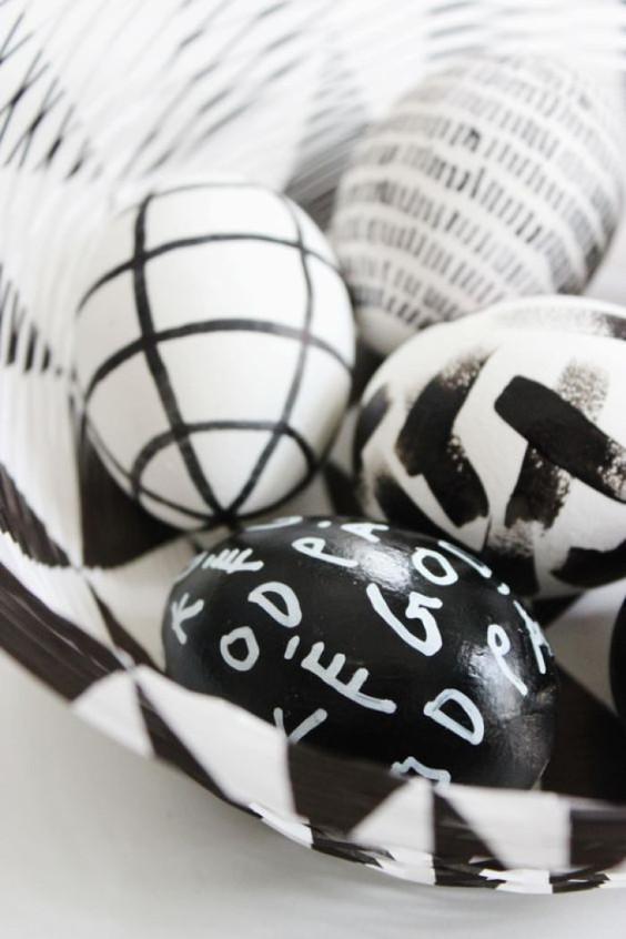 easter.eggs-bw