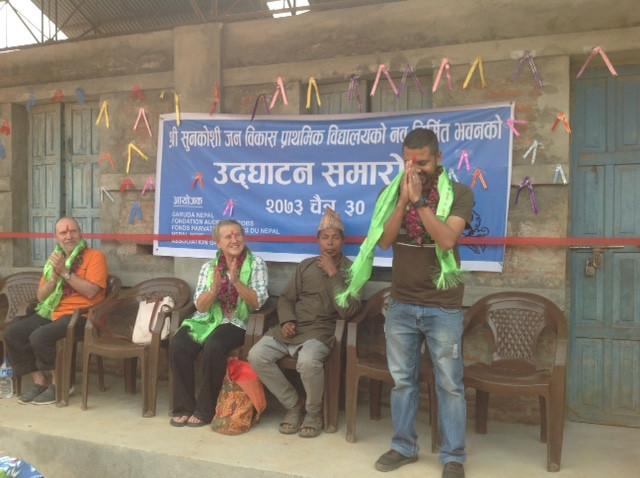 Subash Thapaliya est remercié pour son bon travail en tant que chef de projet.
