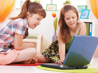 Quais os Cuidados Que Devem Ter os Pais Quando os Seus Filhos Navegam na Internet