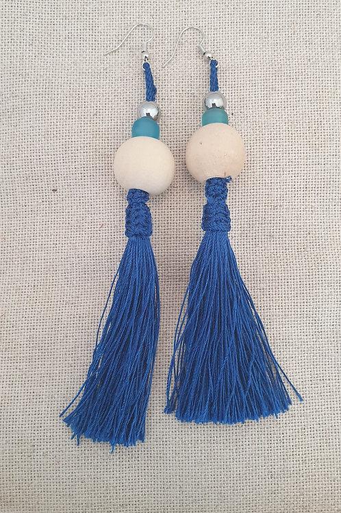 Boucles pompons bleus.