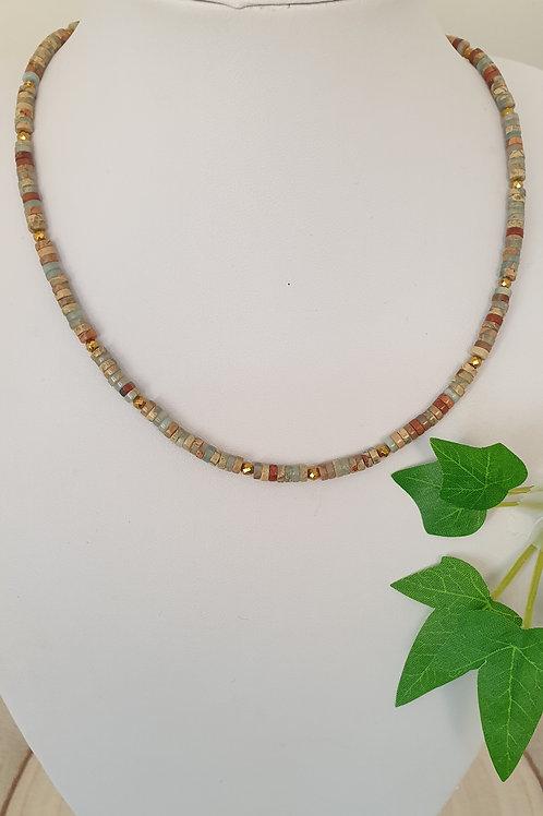 Collier en perles heishi marron et gris bleuté.