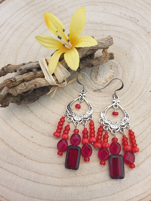 Boucles style oriental rouge.