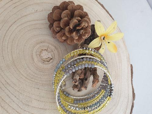 Bracelet en fil mémoire jaune, gris et argent.