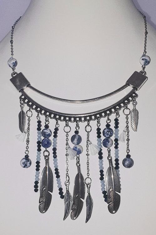 collier plaston de couleur bleu
