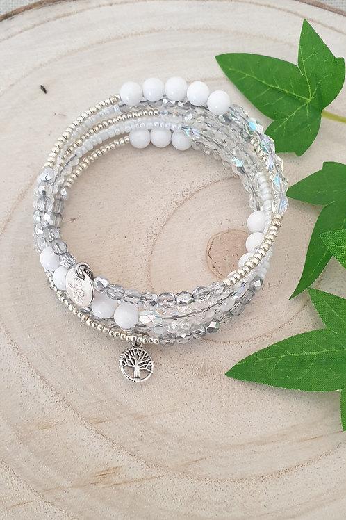 Bracelet blanc et cristal en fil mémoire.