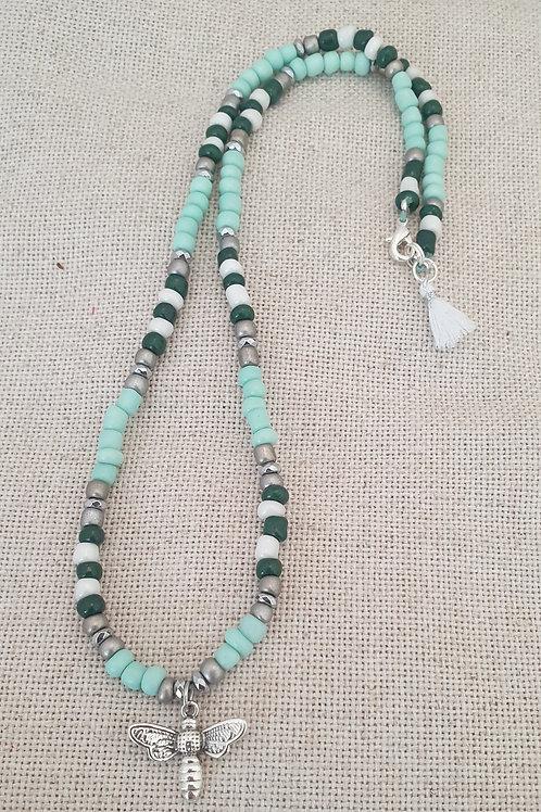 Collier d'été en perles de verre et hématite.