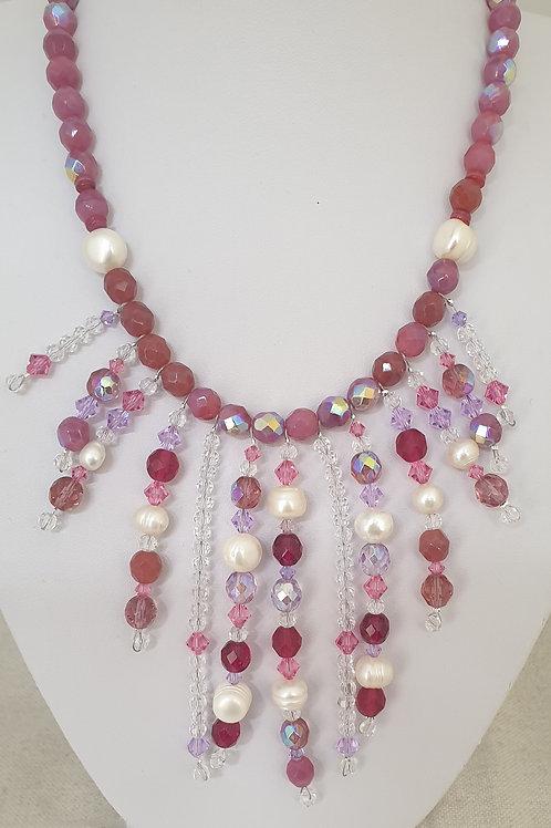 Collier rose et parme en perles.