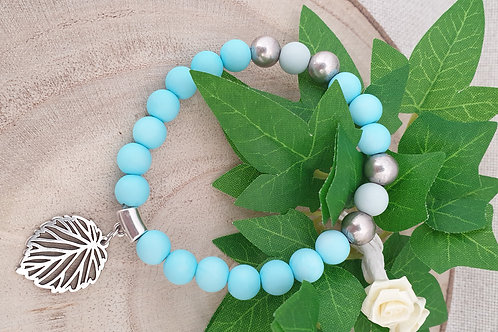 bracelet perles en acryliqye avec perles en métal argenté