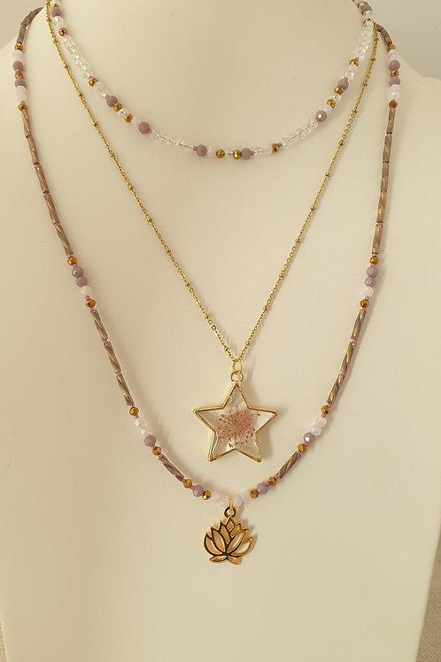 Trois colliers à superposer rose et bronze.