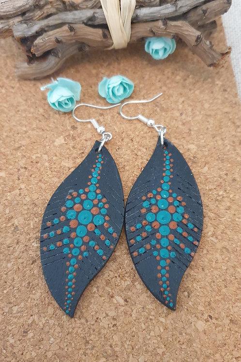 CopBoucles d'oreilles feuilles en bois noir, marron et bleu.