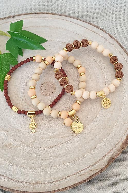 TrTrois bracelets en superposition couleur marron et crèm