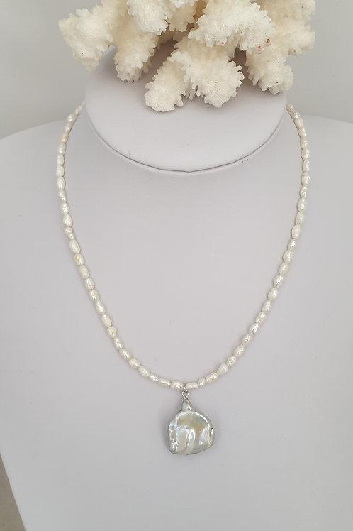 Collier en perles d'eau douce.