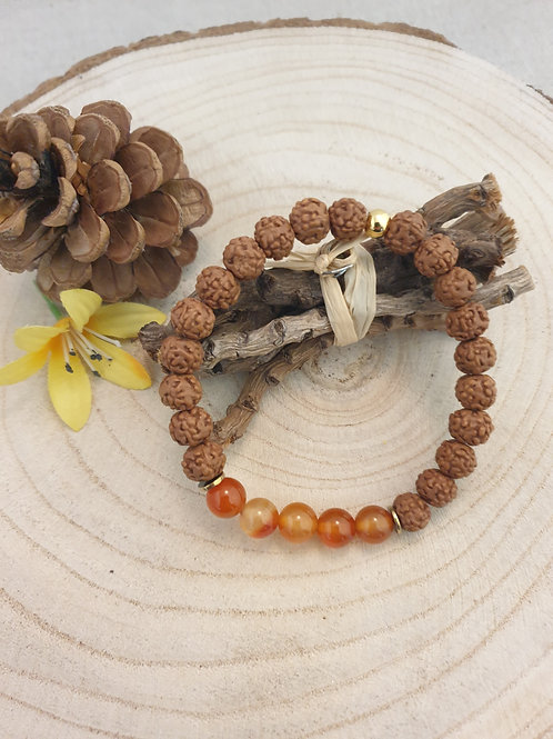 Bracelet extensible en graines et cornaline.
