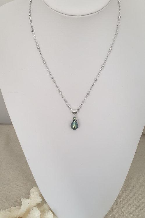 Collier chaine en acier inoxydable et perles d'eau douce.