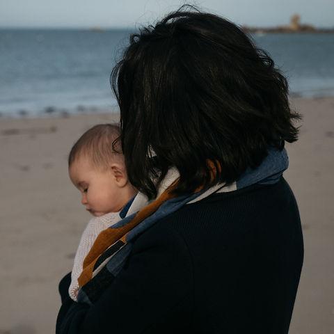 thalieandco qui porte son bébé