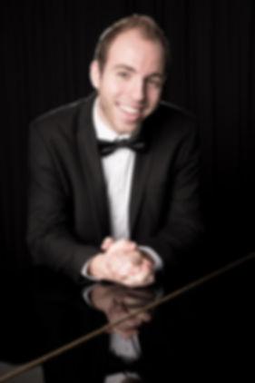 Timo Bolien ist Ihr Hochzeitssänger und Musiker mit Herz und Leidenshaft für Ihre Hochzeit.