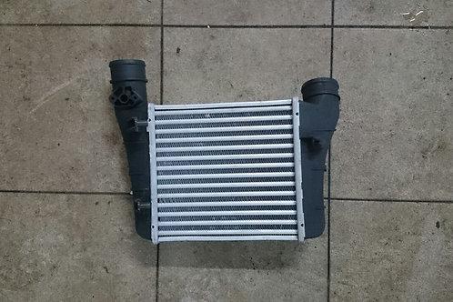 Радиатор интеркуллера Ауди A4 8E 02-08г.в