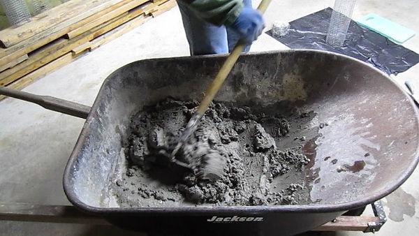 hand-mixing-concrete