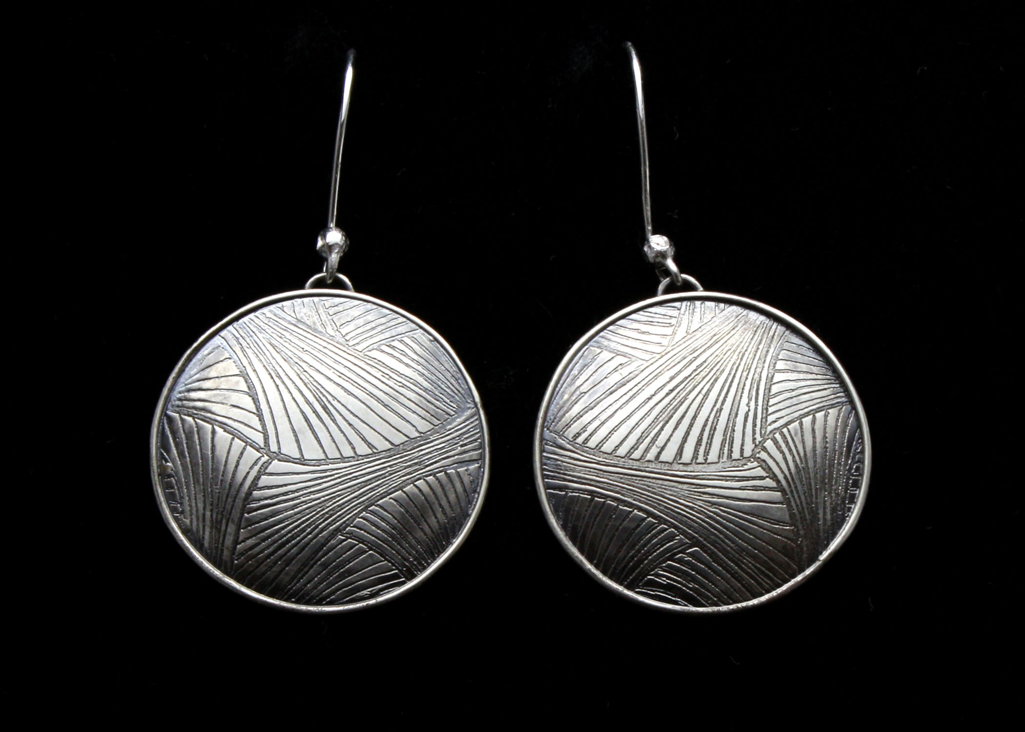 Intersecting lines earrings