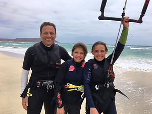 girls and dad kiting.JPG