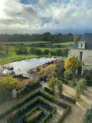 chateau-de-e-epinay-piscine_edited.jpg