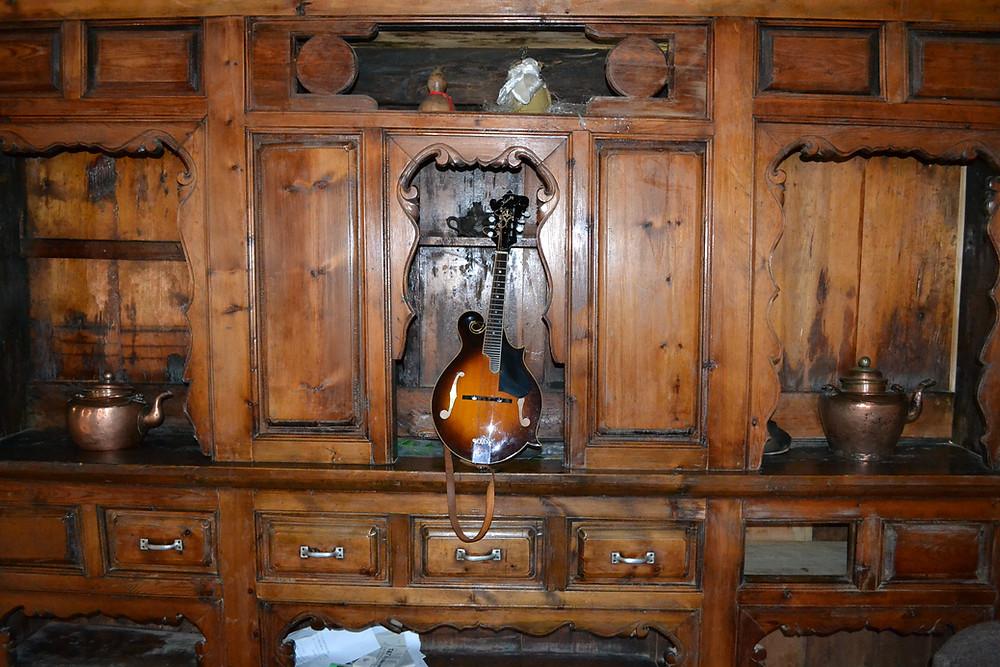 Kentucky mandolin in Tibetan home