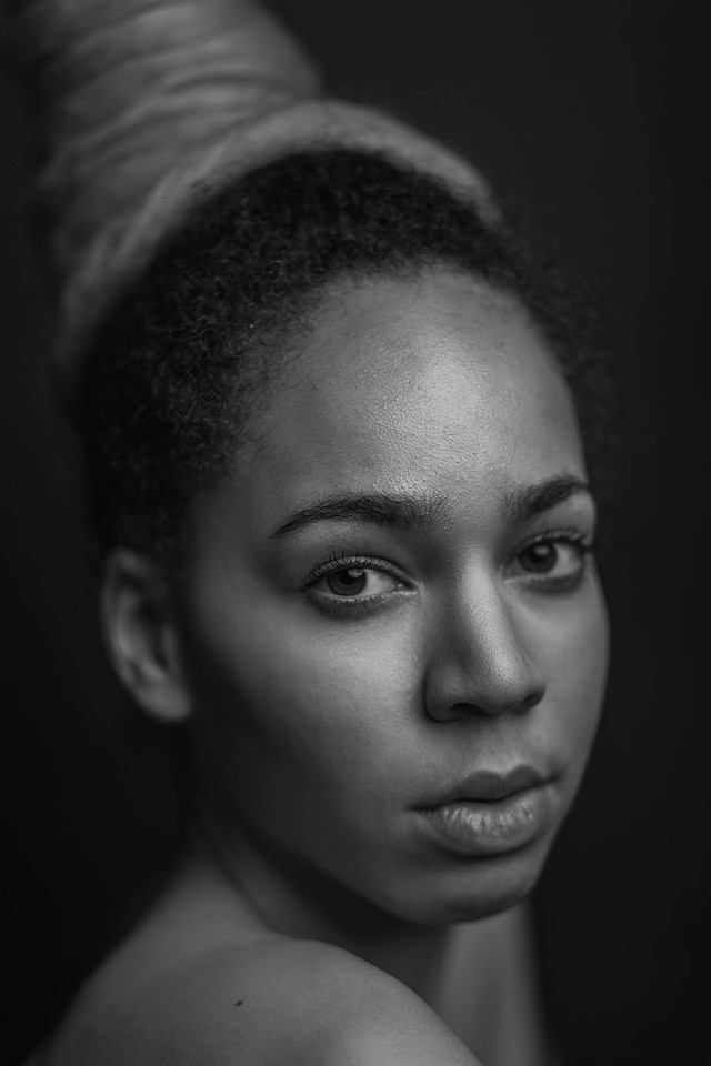 jane-portrait-schwarz-weiß.jpg