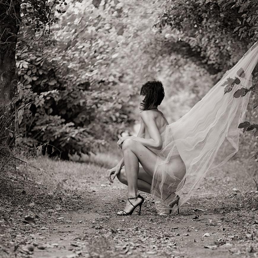 portrait-outdoor-shooting-wald-frau-nin2