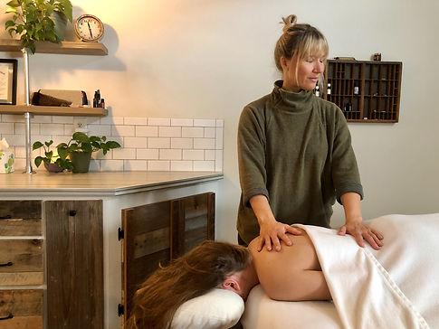 Massage%20Therapy%20Offering%20Photo_edi
