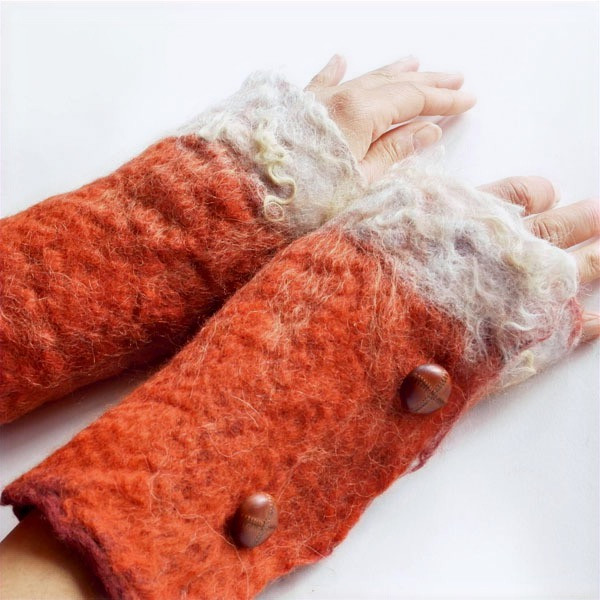 Fox cuffs in natural rust and white wools