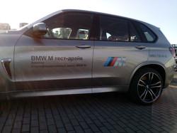 Оклейка автомобиля BMW Х5 М рекламой