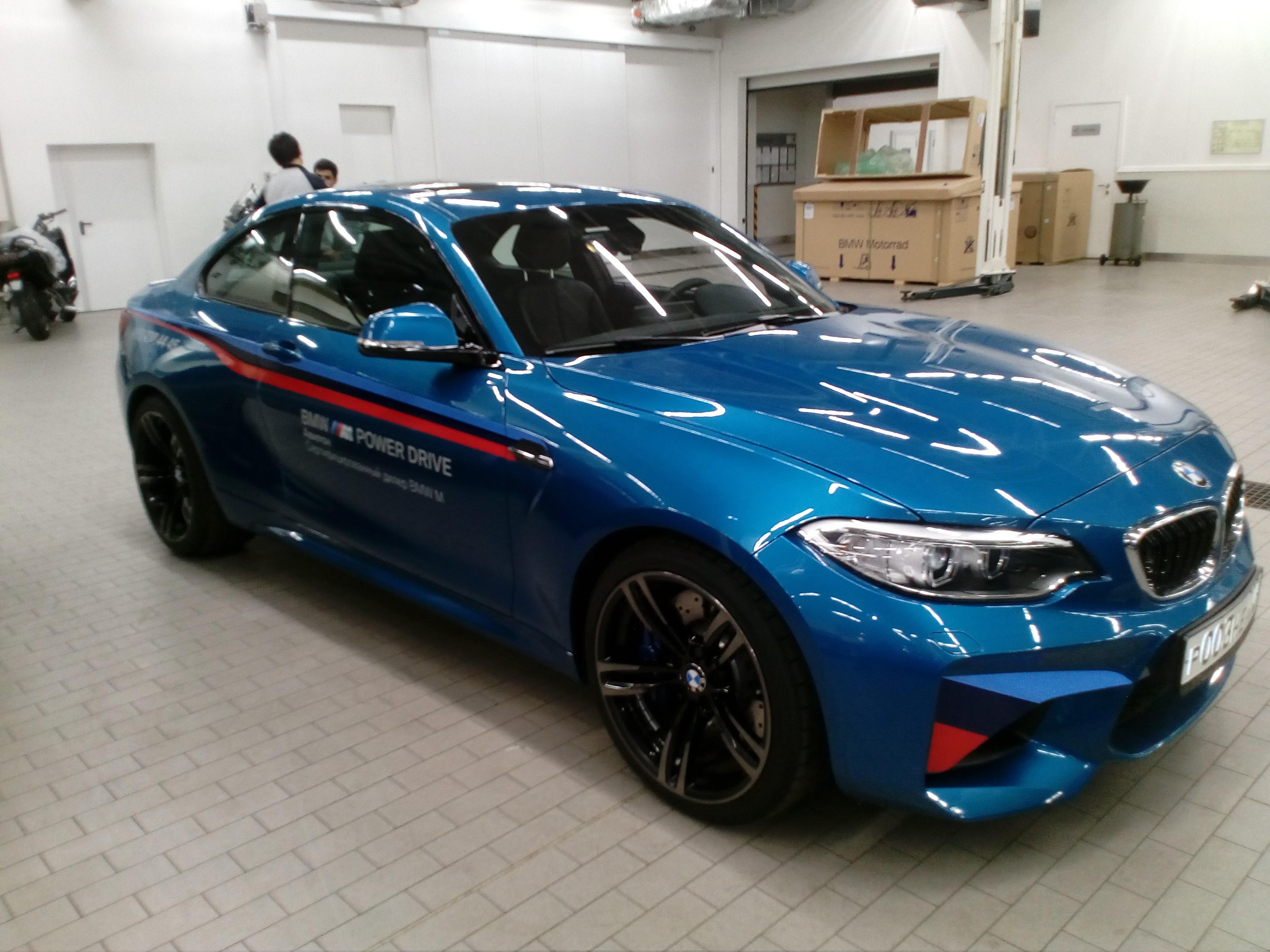 Брендирование автомобиля BMW M в Москве
