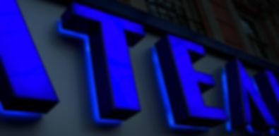 Объемные световые буквы с комбинированной подсветкой изготовление и монтаж в Москве