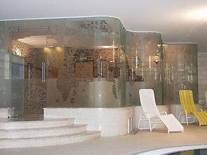 Оклейка стеклянных офисных перегородок пленкой с эфектом пескоструя