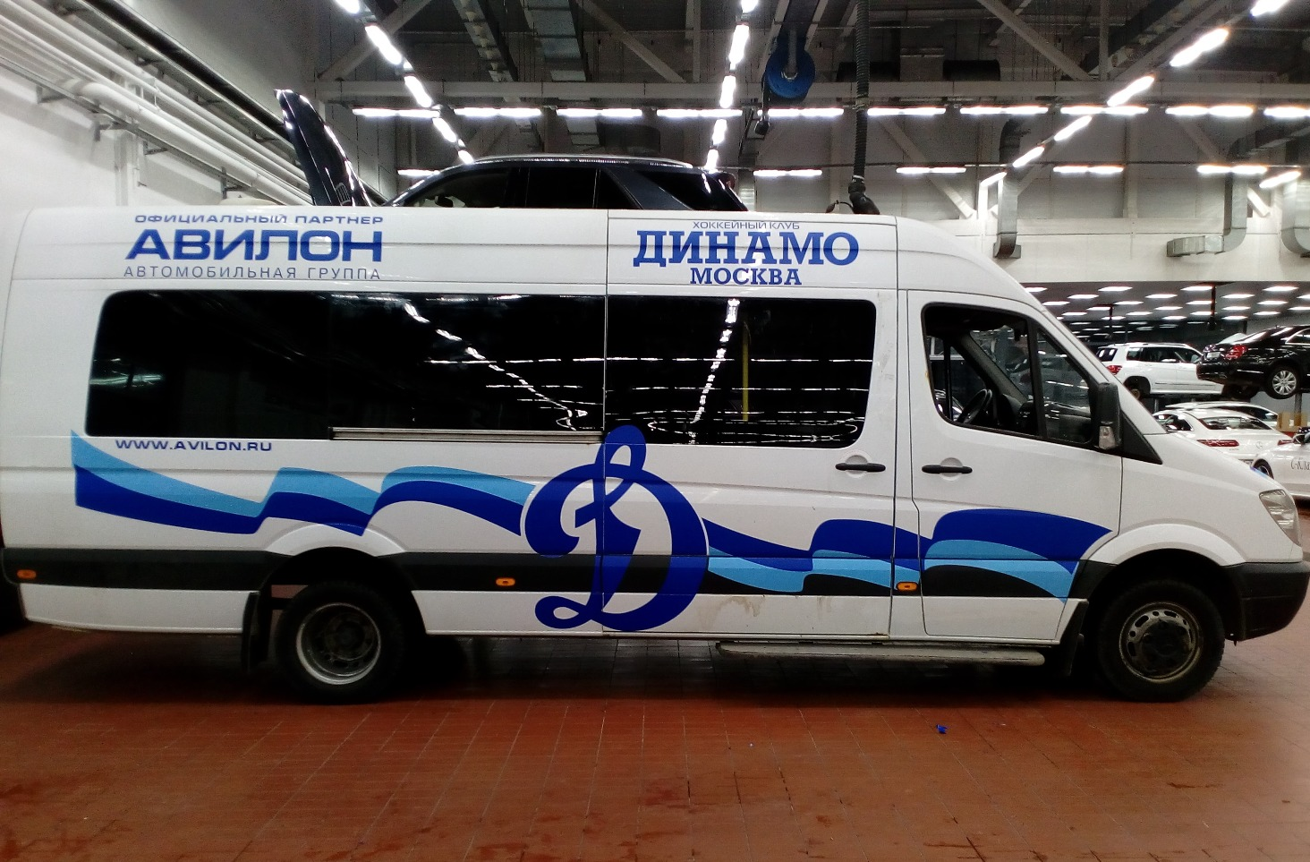 Оклейка рекламой микроавтобуса
