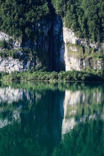 Reflets au lac du Klöntal