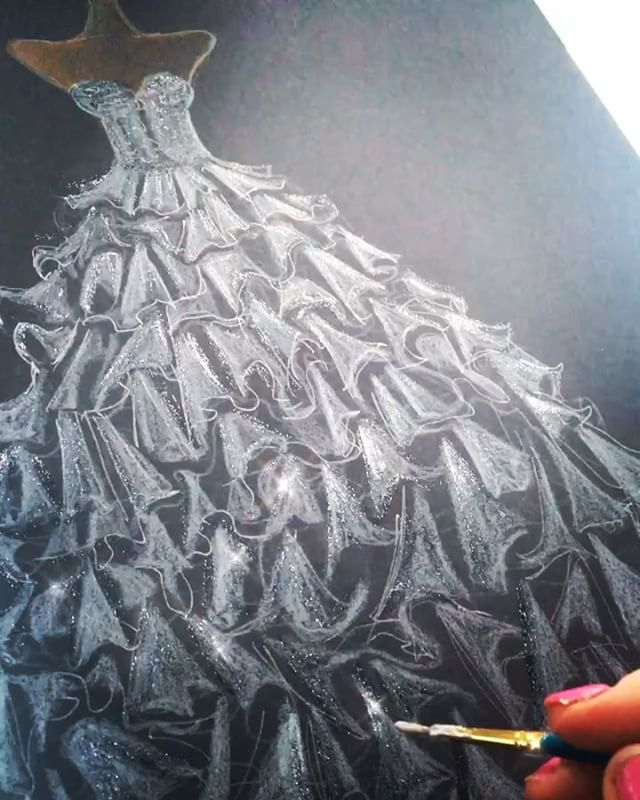 Silver glitter paint 😍😍🎨✨✨✨ ✨##artysparkly #dressillustration #fashionsketch #fashionillustration