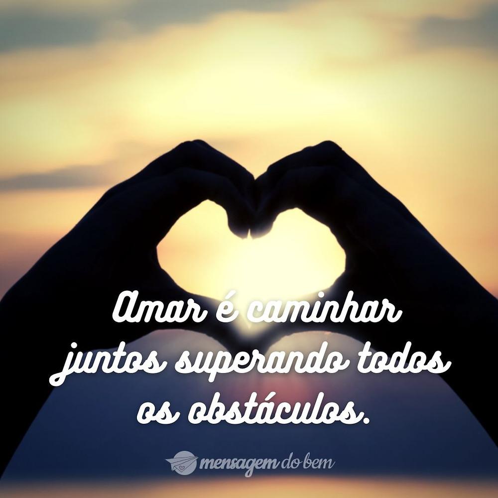 Amar é caminhar juntos superando todos os obstáculos.